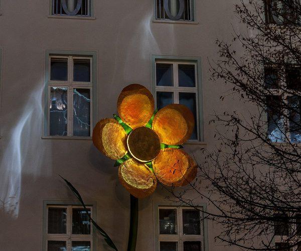 foxp2-architekturbüro-berlin-projekt-riesenblumen-treptow-galerie-nacht-blume